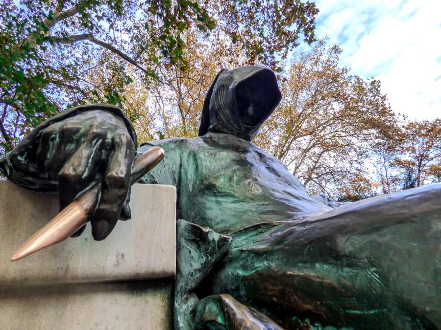 Escritor anónimo - escultura budapest
