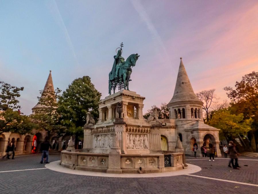 Estatuas Budapest San Esteban