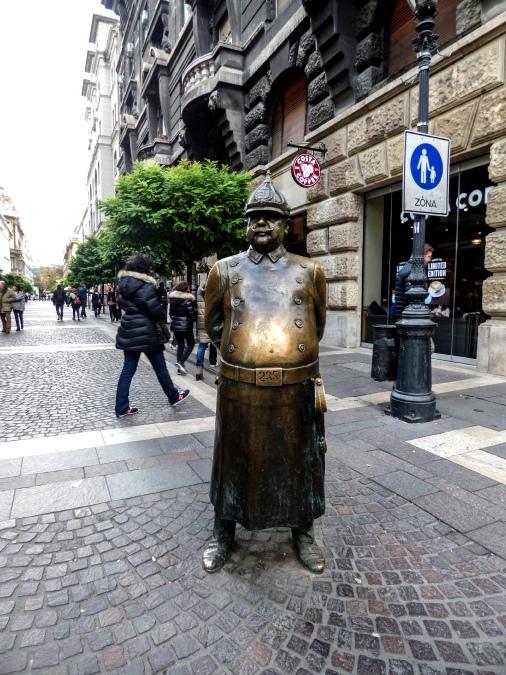 Policía Gordo Estatua Budapest