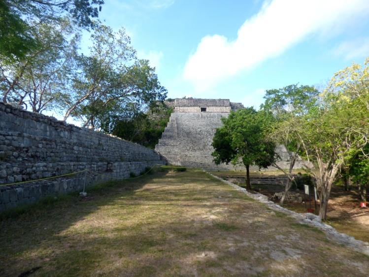 subir a la pirámide de uxmal